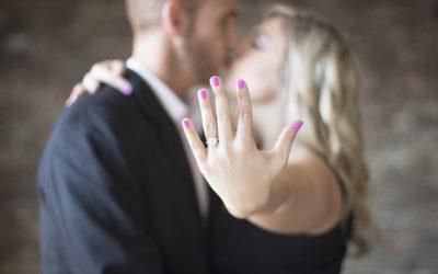 Comment trouver la bague de fiançailles parfaite?